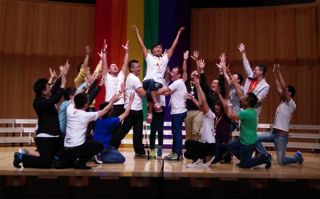 G-Major chorus dancing in rehearsal
